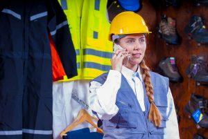 imagen de una trabajadora de prevención de riesgos